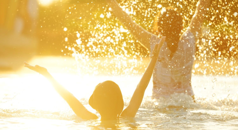 cropped-kozzi-2922557-happy_children_together_splashing_water-3483x23253.jpg